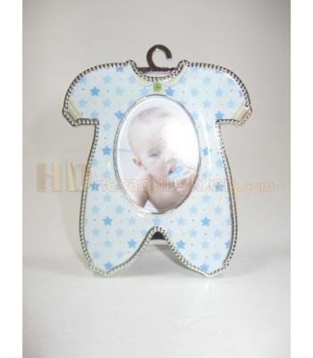 Erkek bebek buzdolabı süsü tulum şeklinde