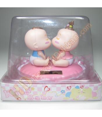 Öpücüklü minik bebekler sevgiliye hediye