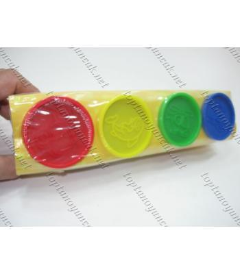 Büyük boy oyun hamuru dört renk