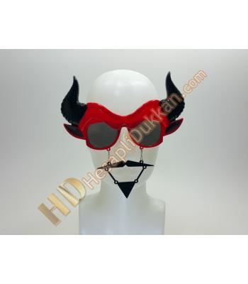 Boynuzlu bıyıklı gözlük