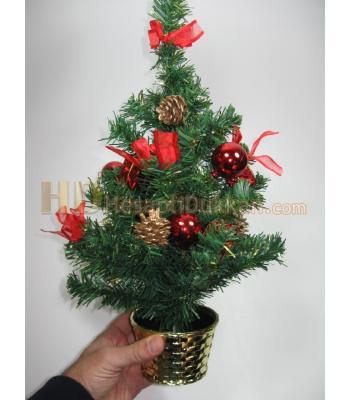 Saksıda yılbaşı ağacı yılbaşı hediyesi kırmızı