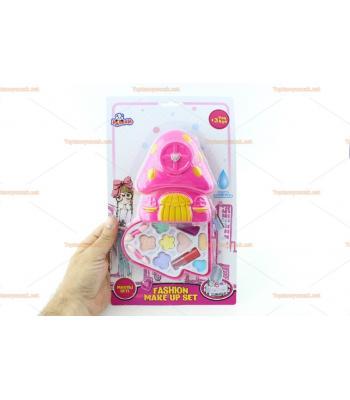 Çocuklar için oyuncak makyaj seti