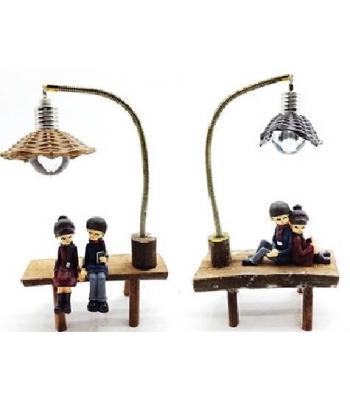 Yan yana oturan iki sevgili ışıklı abajur biblo