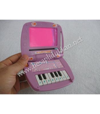 Piyano ve yazı tahtalı laptop P736