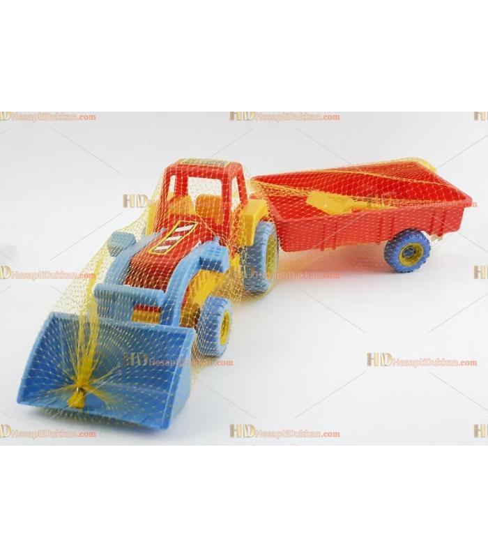 Büyük boy oyuncak traktör
