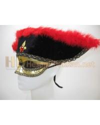 Şapkalı kırmızı tüylü tek gözlü maske