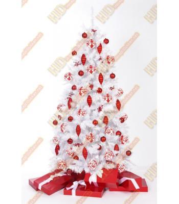 Beyaz yılbaşı ağacı ile yeni bir yıl daha