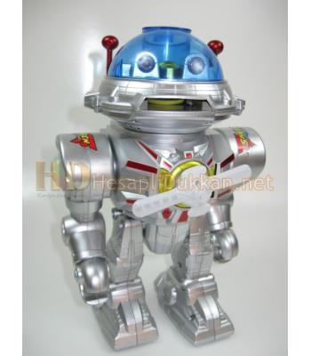 Türkçe konuşan ve disk fırlatan hareketli ışıklı robot R408