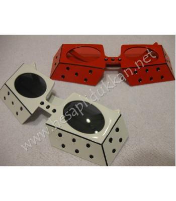 Domino taşı şeklinde parti gözlüğü R288